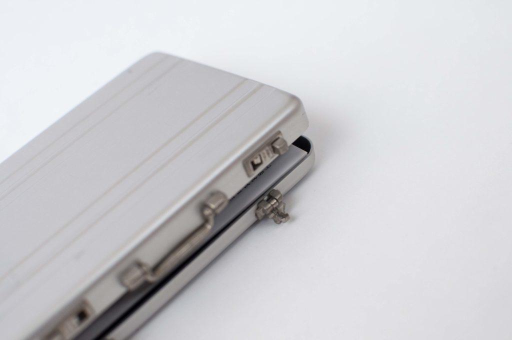 アタッシュケース型名刺入れCARDT-RUNKサイズ開閉イメージ