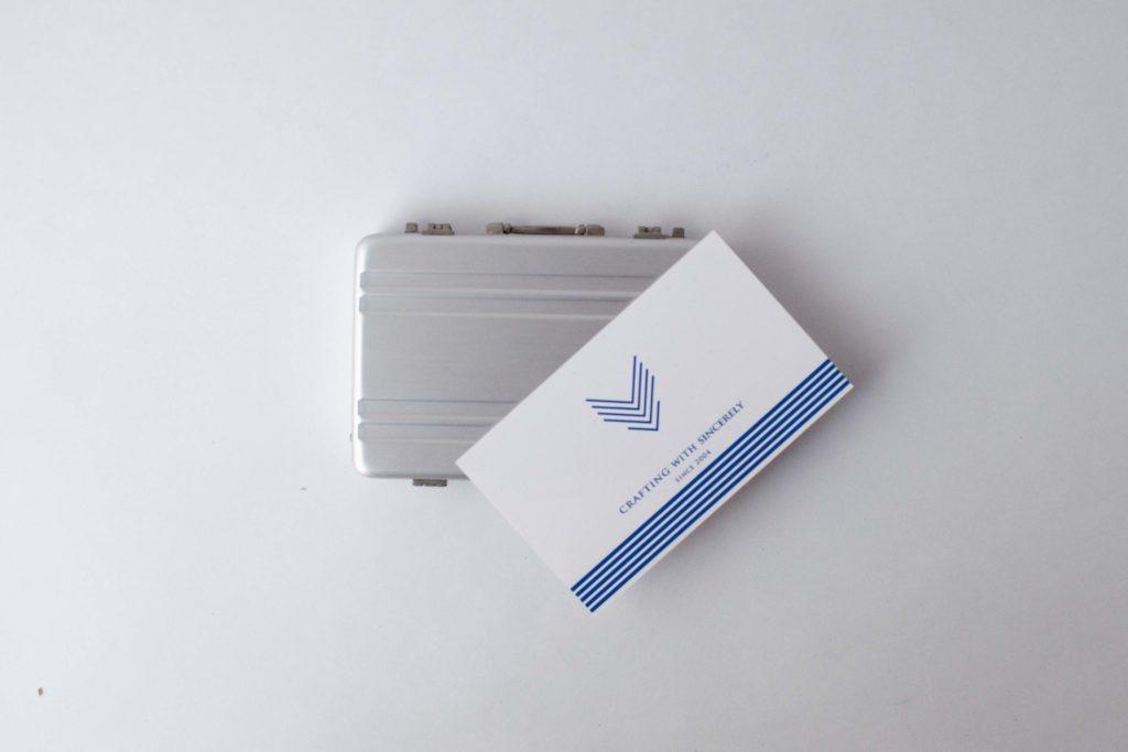 アタッシュケース型名刺入れCARDT-RUNKサイズイメージ