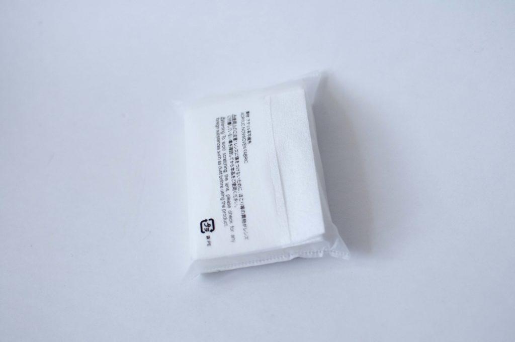 無印良品・携帯用メガネ拭き(背面取り出し口)