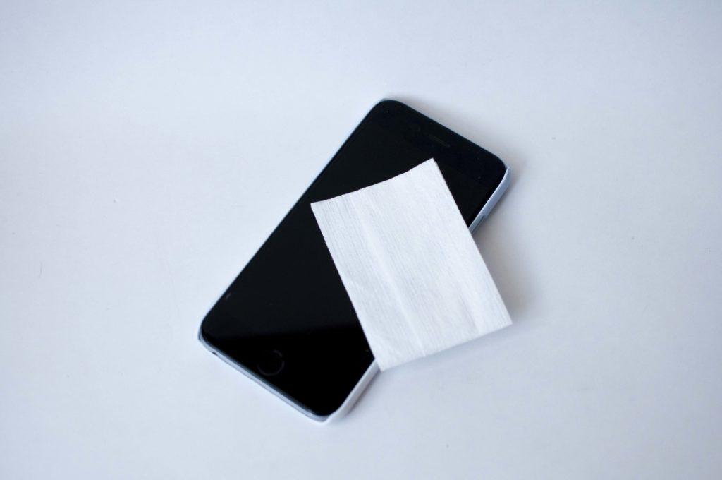 無印良品・携帯用メガネ拭き(スマホ画面活用例)