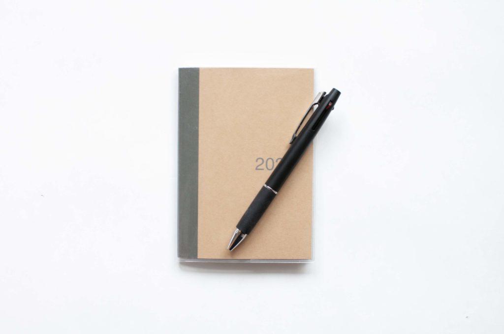 三菱鉛筆・uni・JETSTREAM3色ボールペン(使用イメージ)