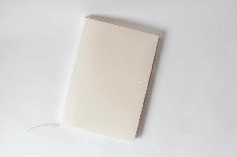デザインフィル・ミドリ・MDノートカバー・ビニールカバー(ノート装着イメージ)
