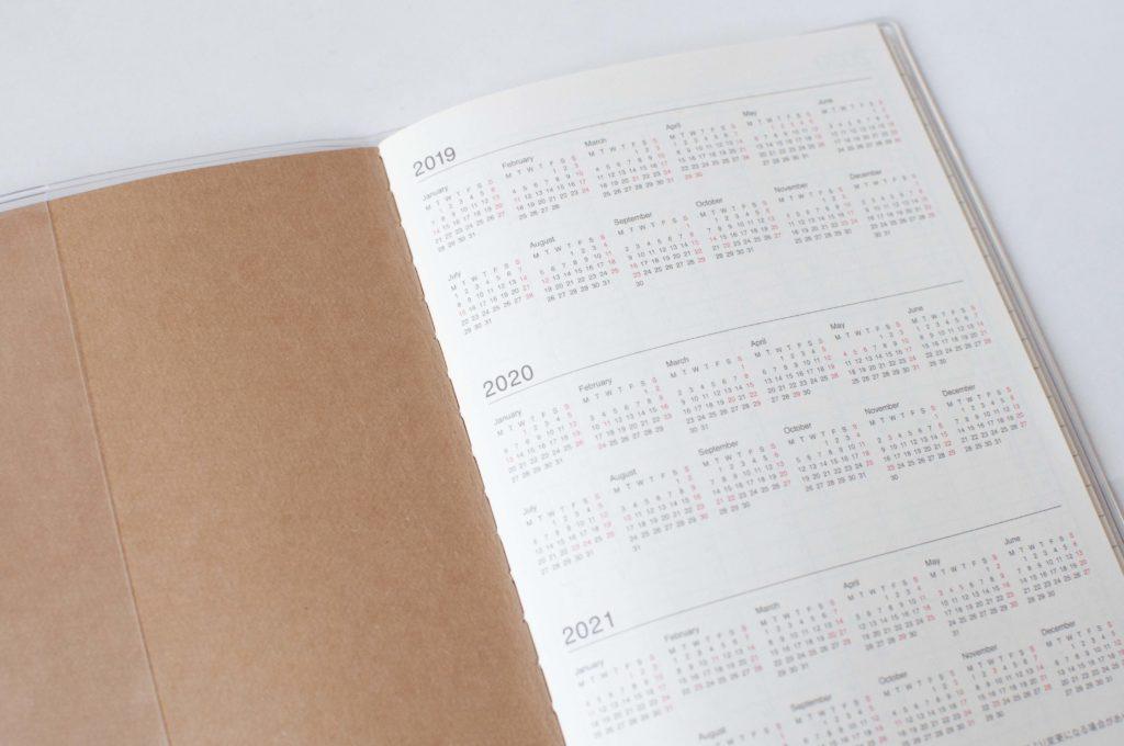 無印良品・上質紙クラフト表紙マンスリーノート・A6(3年分のミニカレンダー)