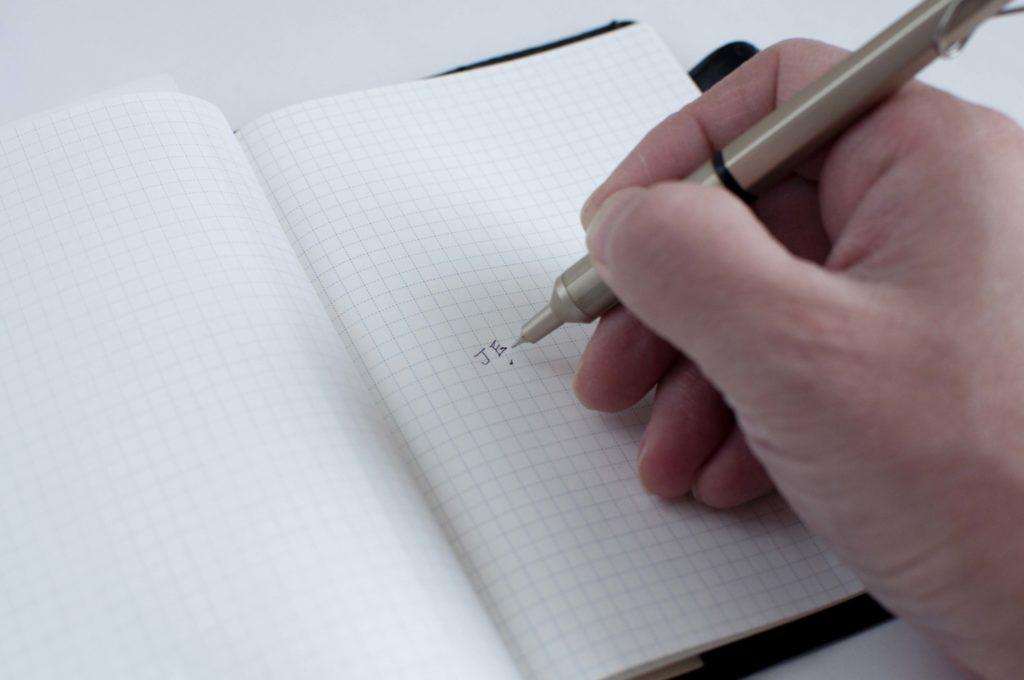 uni・三菱鉛筆|JETSTREAM EDGE・ジェットストリーム エッジ(書くイメージ01)