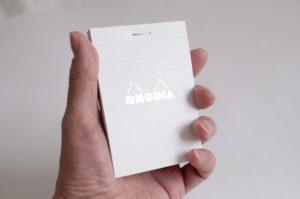 RRHODIA(ロディア)BLOC RHODIA N°11(手に持ったイメージ)